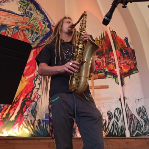 Niko Zeidler am Saxophon. Am Piano Burkhard F.Fabian